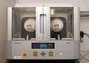Máquina para el análisis químico y mineralógico